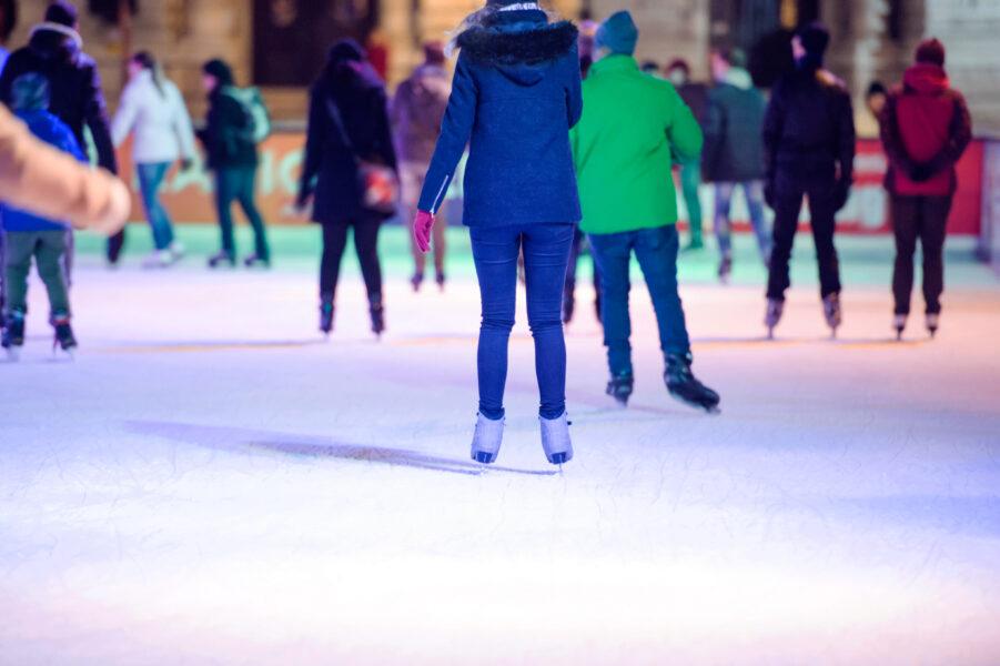 Ebertplatz: Schulklassen Eis